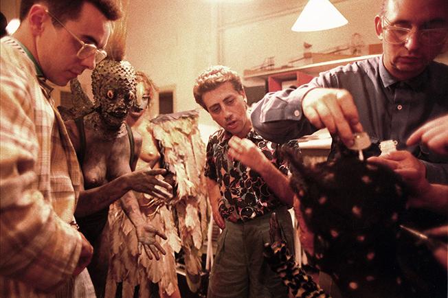 Xavier Olivé i Josep Bagà donant instruccions als actors durant la sessió de maquillatge